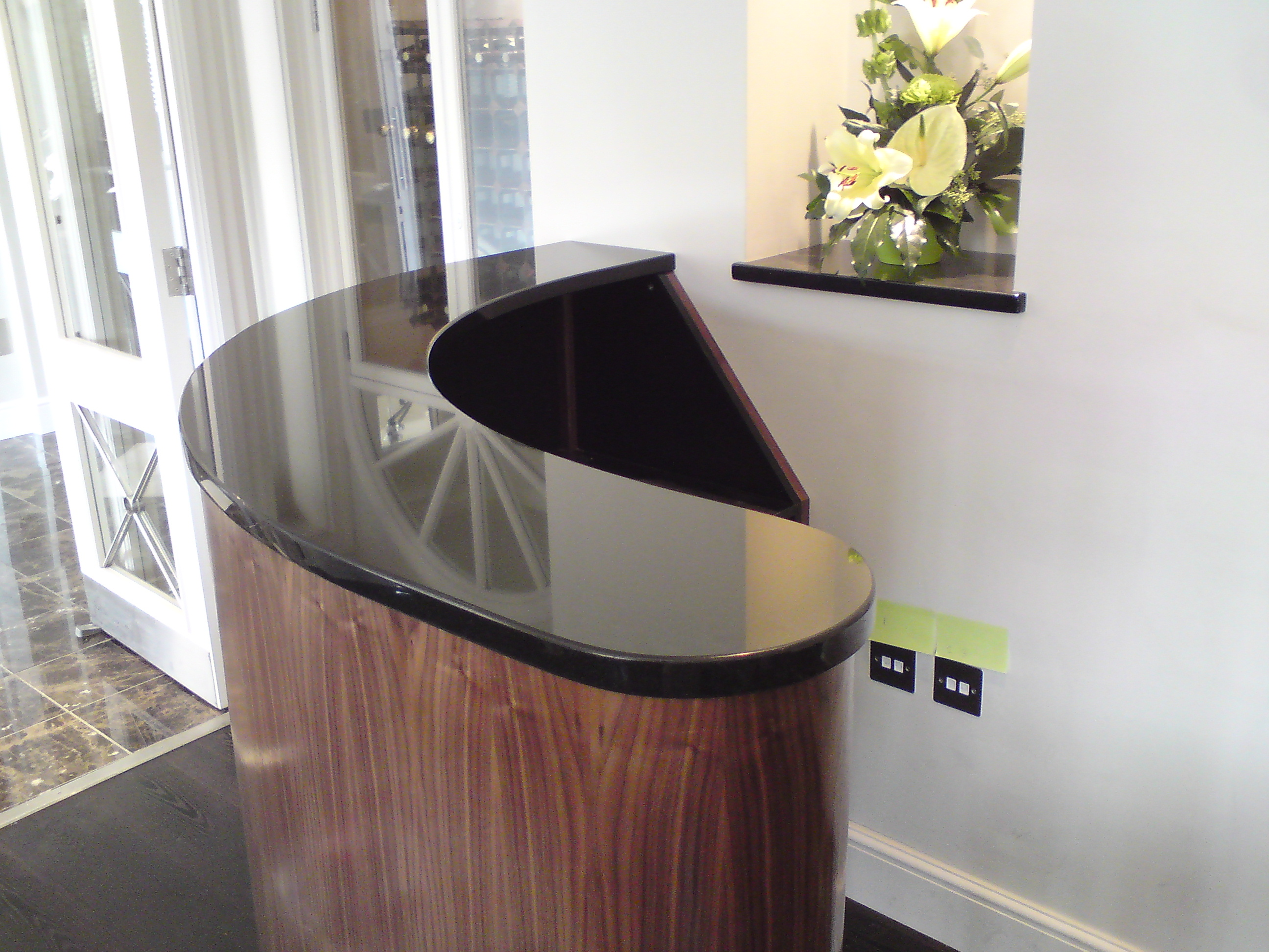 RECEPTION DESK BLACK CURVED